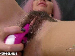 Lola toys her thick juicy bush for you